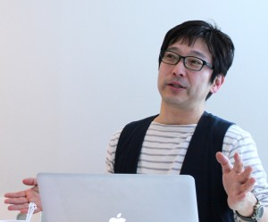 """浅井さんの""""communication & care""""というスタイルに関して、詳細をヒアリングするループス代表斉藤"""